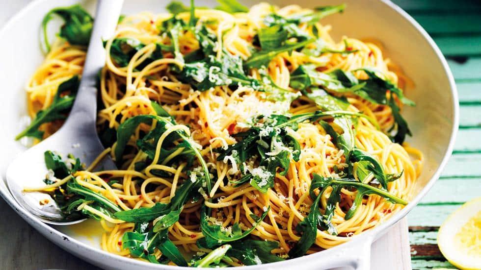 Spaghetti cu rucola si sos de lamaie